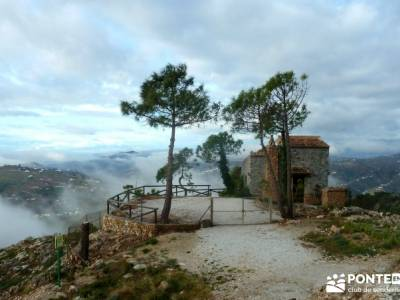 Axarquía- Sierras de Tejeda, Almijara y Alhama; turismo activo madrid; mochila de trekking